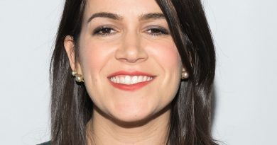 Young Abbi Jacobson Childhood Photos Age Family Height Weight