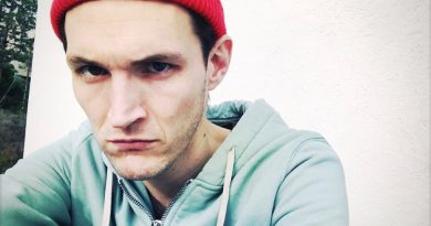 Young Josh Klinghoffer Childhood Photos Age Family Height Weight