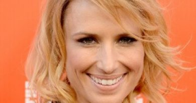 Young Shawnee Smith Childhood Photos Age Family Height Weight