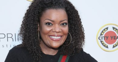 Young Yvette Nicole Brown Childhood Photos Age Family Height Weight