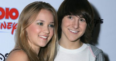 Young Emily Osment Childhood Photos Age Family Height Weight