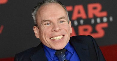 Young Warwick Davis Childhood Photos Age Family Height Weight